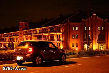 MINIクロスオーバー横浜赤レンガ倉庫前で夜景撮影